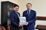 [размер: 2000x1331 пикселей; 1729,8 кбайт]  Подписание меморандума между опорным вузом и Региональной общественной организацией Казахстана  фотограф В. Шигина