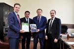 [размер: 2000x1331 пикселей; 1549,7 кбайт]  Подписание меморандума между опорным вузом и Региональной общественной организацией Казахстана  фотограф В. Шигина